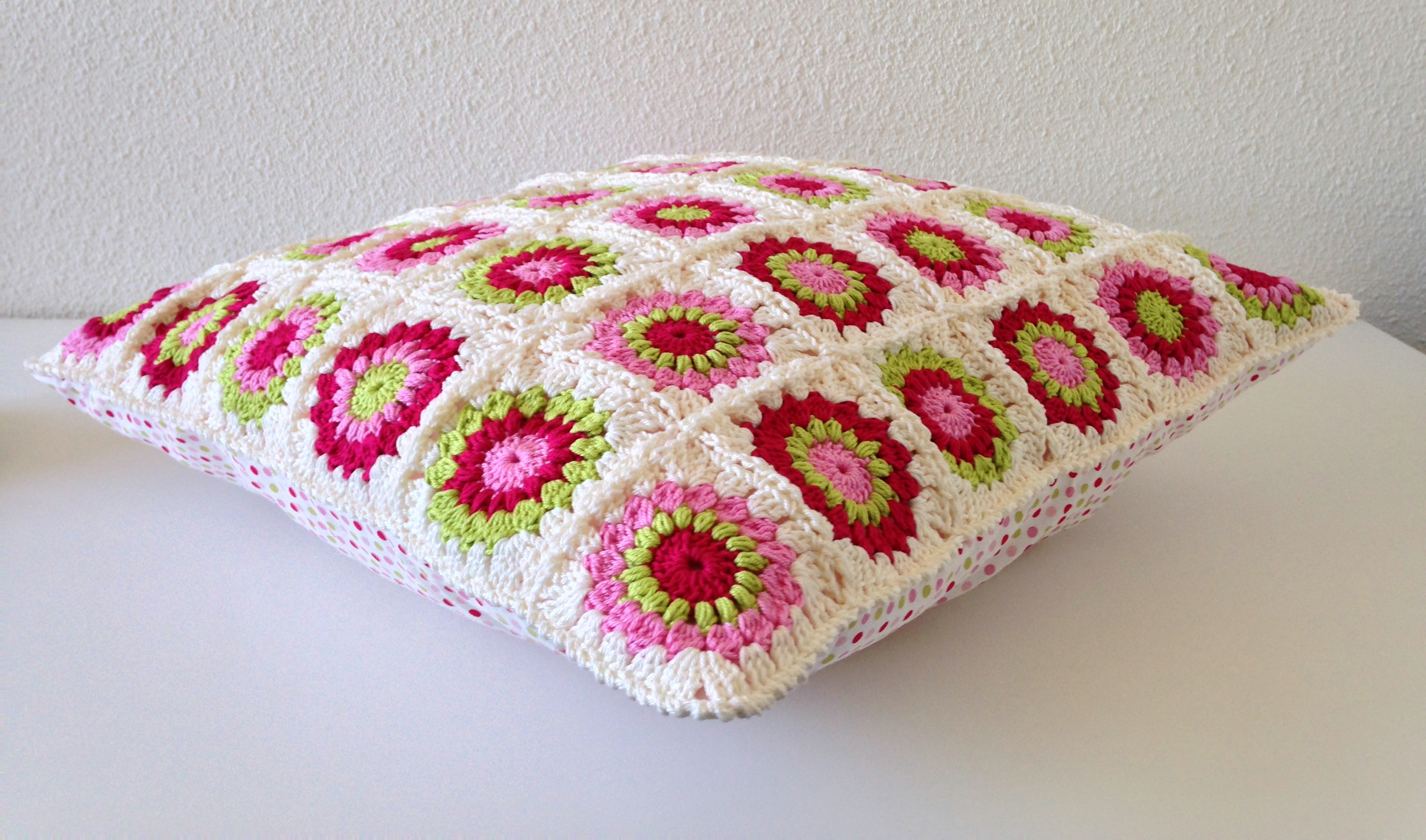 maRRose - CCC: sunburst granny square cushion