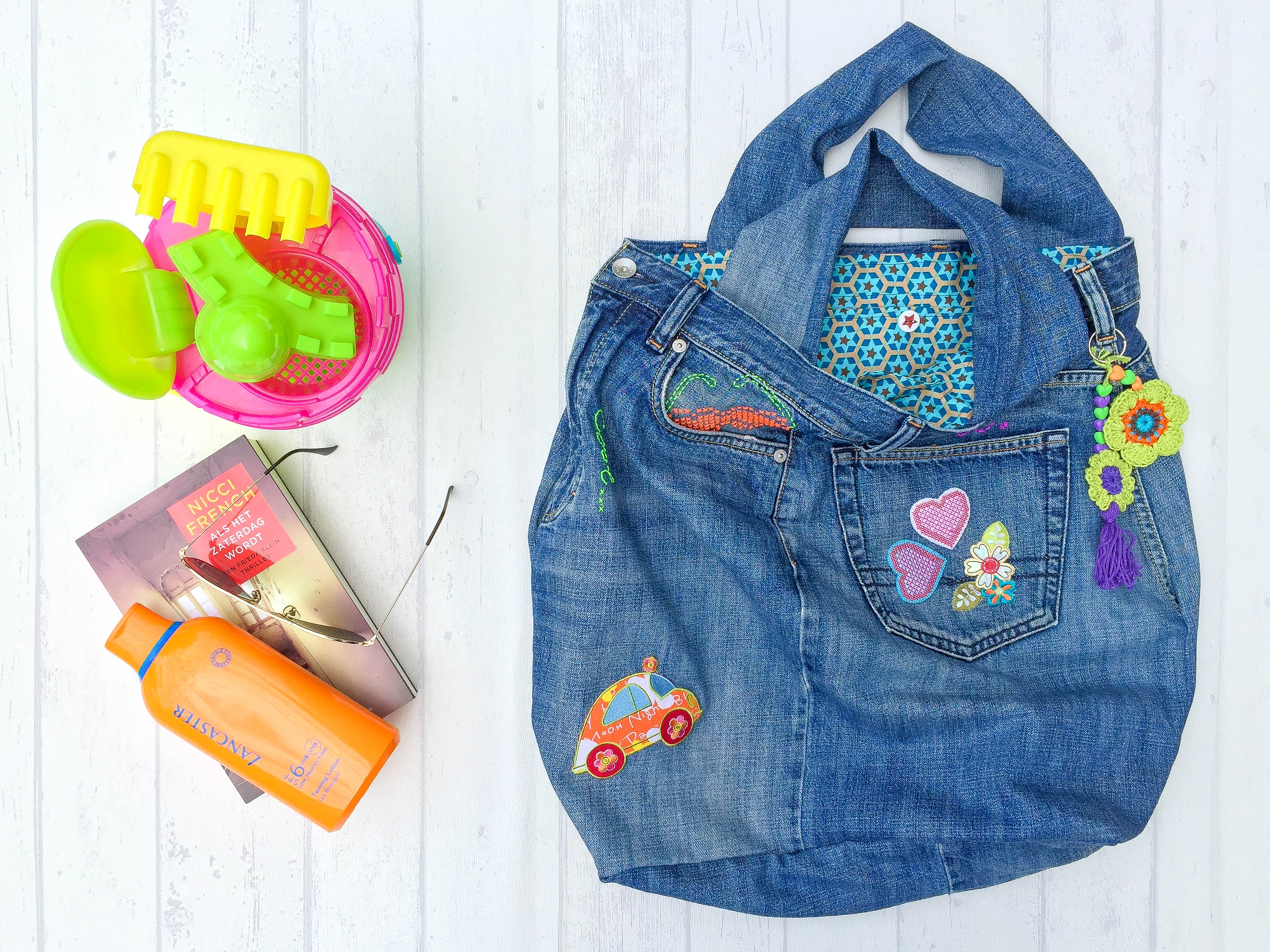 The Beach Bag – a recycled and pimped up bag from an old pair of jeans